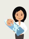 Молодая мать с newborn младенцем в ее оружиях Стоковое фото RF