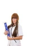 Молодая медсестра студент-медика в форме на практике принимая примечания Стоковое Изображение RF