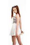 Молодая милая девушка представляя при летучая мышь, изолированная на белой предпосылке Стоковая Фотография RF