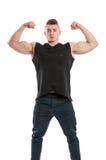 Молодая мужская модель показывая его большие мышечные оружия стоковая фотография