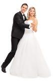 Молодая невеста и groom танцуя совместно Стоковое Фото