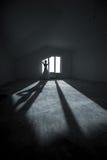 Молодая невеста на пустой комнате Стоковое Изображение