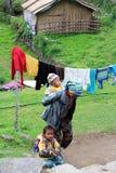 Молодая непальская мать с ее детьми Стоковые Фото