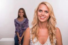 Молодая дочь матери и подростка Стоковое Изображение RF