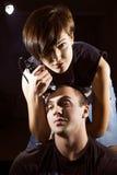 Молодая панковская девушка режет ее парня Стоковое фото RF