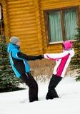 Молодая пара соединяет их руки Стоковое Изображение RF