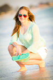 Предназначенная для подростков девушка наслаждаясь океаном Стоковое Фото