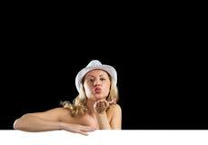 Молодая привлекательная женщина в бикини держа знамя Стоковое фото RF