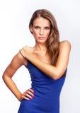 Молодая привлекательная женщина - стоя представление стоковые фотографии rf