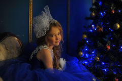 Молодая принцесса в голубом платье вечера Стоковое фото RF
