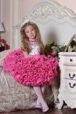 Молодая принцесса в элегантном розовом усаживании платья Стоковая Фотография RF