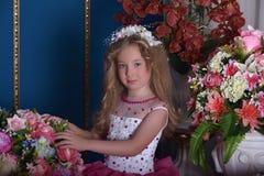 Молодая принцесса среди цветков Стоковая Фотография