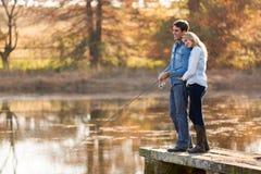 Молодая рыбная ловля пар стоковая фотография