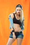 Молодая сексуальная девушка конькобежца портрет моды детенышей Стоковая Фотография