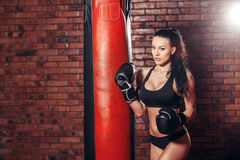 Сексуальная девушка на боксе