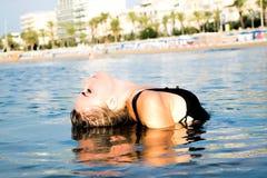 Молодая сексуальная женщина в море Стоковое фото RF
