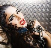 Молодая сексуальная женщина с леопардом составляет на всем тело, bodyart кота Стоковое фото RF