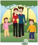 Молодая семья в парке Стоковые Изображения