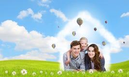 Молодая семья стоковые изображения rf