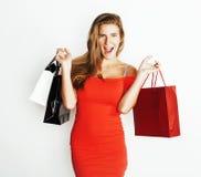 Молодая современная белокурая женщина с разнообразный представлять сумок эмоциональный на белой предпосылке, продаже, концепции л Стоковые Изображения RF