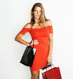 Молодая современная белокурая женщина с разнообразный представлять сумок эмоциональный на белой предпосылке, продаже, концепции л Стоковая Фотография