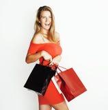 Молодая современная белокурая женщина с разнообразный представлять сумок эмоциональный на белой предпосылке, продаже, концепции л Стоковые Фото