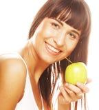 Молодая счастливая усмехаясь женщина с яблоком Стоковые Фотографии RF