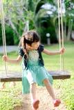 Молодая тайская игра девушки на качании Стоковое Изображение RF