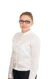 Молодая усмехаясь женщина в белой рубашке и стеклах Стоковая Фотография RF