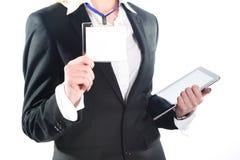 Молодая успешная бизнес-леди показывает ей изоляцию значка на белизне Стоковое фото RF