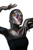 Молодая художническая женщина в черной краске и красочном порошке Накаляя темный состав Творческое искусство тела на теме космоса Стоковые Фото