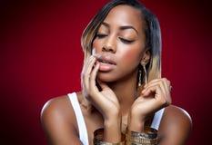 Молодая черная красота с совершенной кожей Стоковое Фото