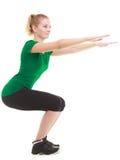 Молодая sporty девушка делая протягивающ изолированную тренировку Стоковое Изображение RF