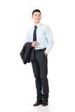 Молодое азиатское пальто владением бизнесмена стоковое изображение rf