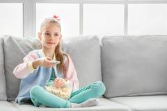 Молодое подростка девушки детство самостоятельно дома Стоковое Изображение RF