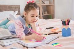 Молодое подростка девушки детство самостоятельно дома Стоковое фото RF