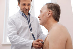 Молодое профессиональное и его пациент имея переговор Стоковые Фотографии RF