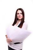 Молодое чтение бизнес-леди на белой предпосылке Стоковые Фотографии RF