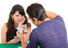 Молодое cuarenta играя карточек пар Стоковые Фото