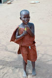 Молодое Massai усмехаясь barefoot Стоковые Фотографии RF