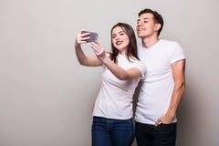 Молодое selfie взятия пар Стоковое Изображение RF