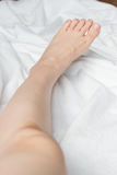 Молодое woman& x27; босые ноги s Стоковое Изображение