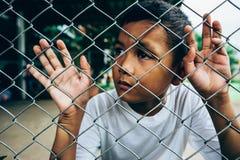 Молодой азиатский мальчик самостоятельно Стоковые Изображения
