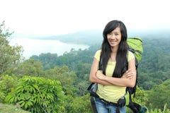 Молодой азиатский укладывать рюкзак перемещения женщины, внешний Стоковая Фотография