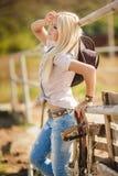 Молодой американский портрет женщины пастушкы outdoors стоковая фотография rf