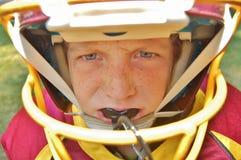 Молодой американский футболист стоковые изображения rf