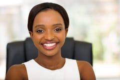 Молодой африканский работник офиса стоковая фотография