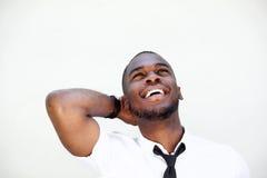 Молодой африканский смеяться над бизнесмена стоковая фотография rf
