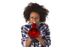 Молодой афроамериканец используя мегафон стоковые фотографии rf