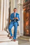 Молодой Афро-американский бизнесмен работая в Нью-Йорке Стоковые Изображения